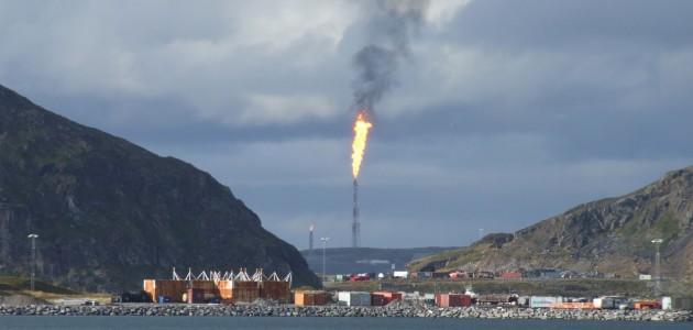 Hammerfest oil refinery (phto: Robert Greenhalgh)