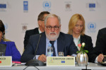Energy Commissioner Miguel Arias Cañete at an international climate forum (photo Europe by Satellite)